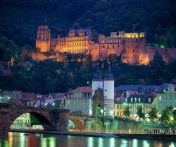 Baden-Württemberg: Heidelberg, Alte Neckarbrücke und Schloss - © Andrew Cowin/DZT