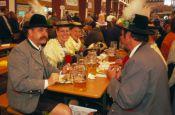 Festzelt auf dem Oktoberfest München Bayern Deutschland - Urlaub Reisen Tourismus