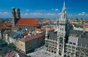 Liebfrauenkirche und Neues Rathaus München Bayern Deutschland - Urlaub Reisen Tourismus