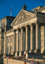 Berlin - Eingangsbereich Reichstag - © DZT/Rainer Kiedrowski