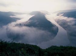Saarland: Saarschleife im Nebel - © Hans Peter Merten/DZT