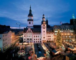 Sachsen: Chemnitz, Weihnachtsmarkt am Alten Rathaus - © Joachim Messerschmidt/DZT