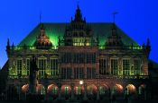 Rathaus und Roland Bremen Welterbestaette Deutschland Ausflugsziele Freizeit Urlaub Reisen