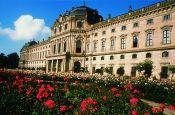 Würzburger Residenz mit Hofgarten und Residenzplatz Würzburg Welterbestätte Deutschland Ausflugsziele Freizeit Urlaub Reisen